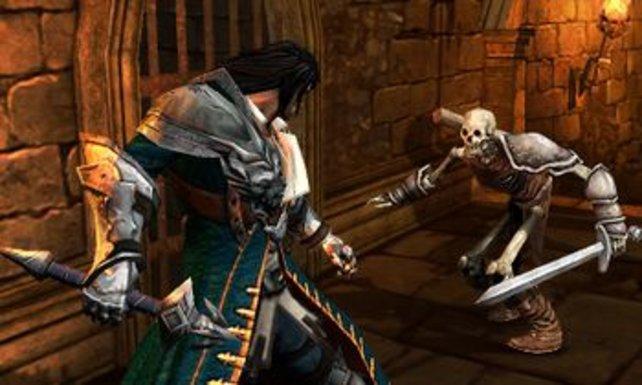 Trevor Belmont verbiegt einem Skelettkrieger die morschen Knochen.