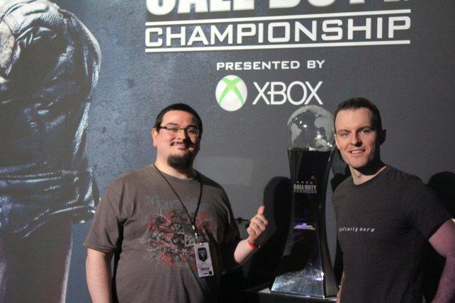 Joe Cecot, Entwickler bei Infinity Ward, mit spieletipps-Redakteur Marcus.