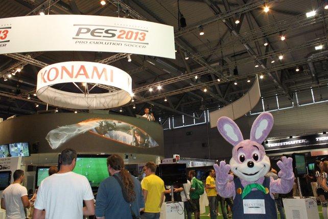 Fröhlich winkt der Silent-Hill-Hase bei Konami.