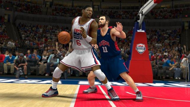 NBA 2K13 überzeugt durch Details wie Bandagen, Fotografen und authentisches Zuschauerverhalten.