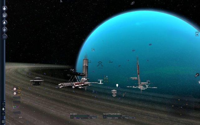 Die hübschen Planeten sind optische Auflockerung im finsterschwarzen All.