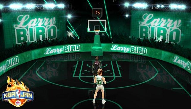 Neu sind die Bos-Kämpfe gegen NBA-Legenden - hier Larry Bird von den Boston Celtics.