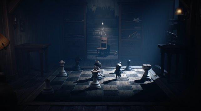 Das ist die Lösung! Das Schach-Rätsel in Kapitel 2 sieht anfangs schwerer aus, als es eigentlich ist.