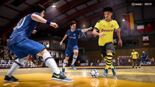 Ihr spielt nicht nur auf Hartplätzen, sondern auch in der Futsal-Halle.