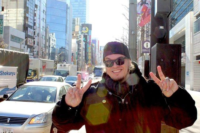 Auf den Straßen von Akihabara fällt man als großer Mensch wie Onkel Jo auf.