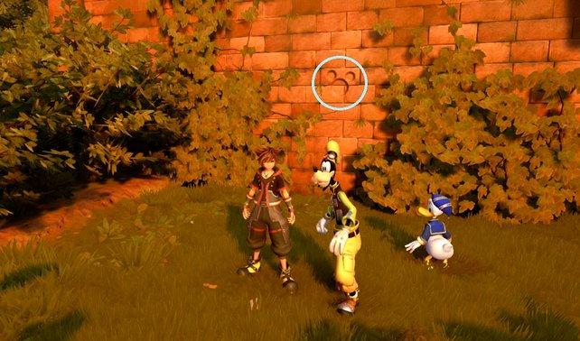 Im Hintergrund seht ihr das versteckte Micky-Symbol hellblau markiert. Diese sind der Schlüssel zum versteckten Ende.