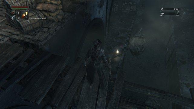Hier kommen die beiden befreiten Leichen vom Obergeschoss runter.