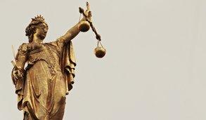 Streamer schlägt schwangere Partnerin - Strafmaß steht nun fest