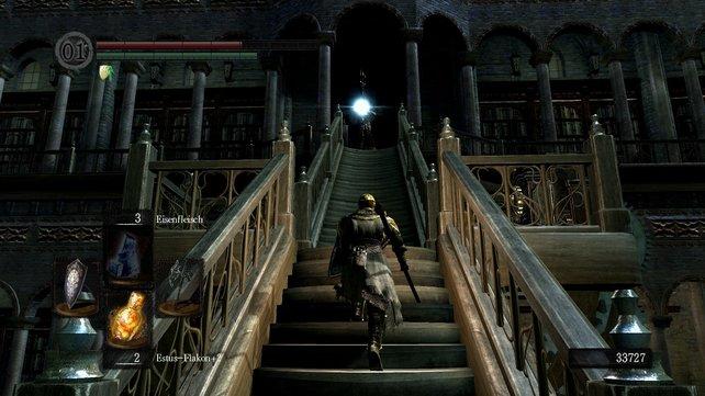Besonders bei den drehbaren Treppen sind die Magier fies (Tipp: Steht ihr beim Drehhebel, dann trifft euch ihr Angriff meistens nicht, sondern prallt im Geländer ab).