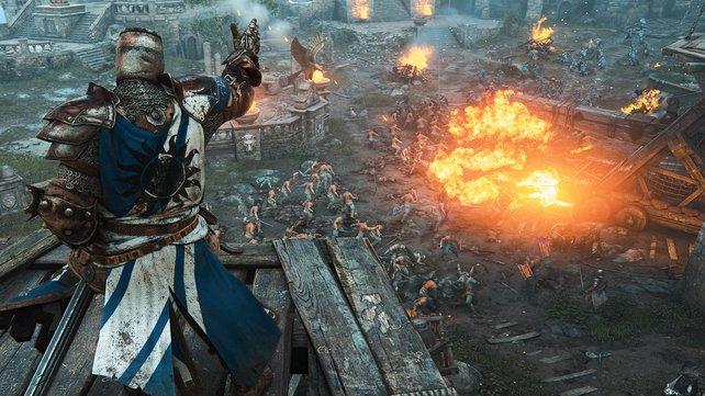 Der Ritter verschafft sich auf einem Turm einen Überlblick des Kampfgeschehens.