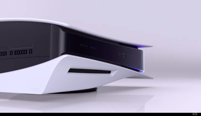 Ansicht der Vorderseite der PS5 mit integriertem Laufwerk.
