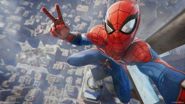 Uuuuund ... Selfie! Gerade zu Beginn schlägt Spider-Man noch leichter verdauliche Töne an.