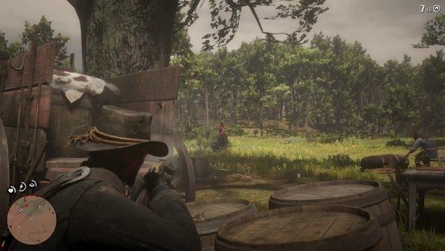 Sucht hinter den Fässern und Kutschen Deckung, um anschließend eure Feinde über den Haufen zu schießen.