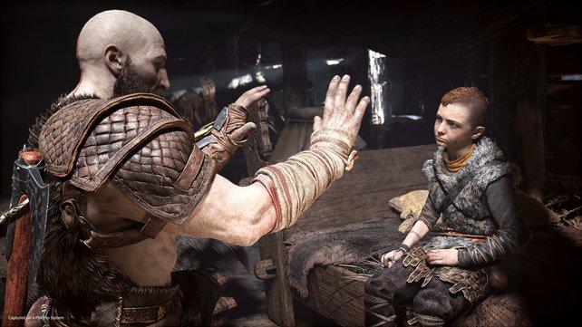 Ungewohnte Rolle für Kratos: Atreus weicht in God of War (2018) nicht von eurer Seite.