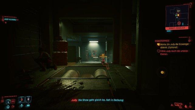 Nehmt Judys Hilfe an, um die beiden Gegner am Ende des Gangs auszuschalten. Sie wird mit Rauch für Ablenkung sorgen.