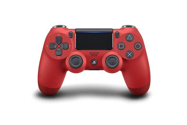 Mit einem schönen PS4-Controller lässt es sich doch gleich viel besser zocken. Zum Glück gibt es gerade mehrere Designs günstiger zu haben.