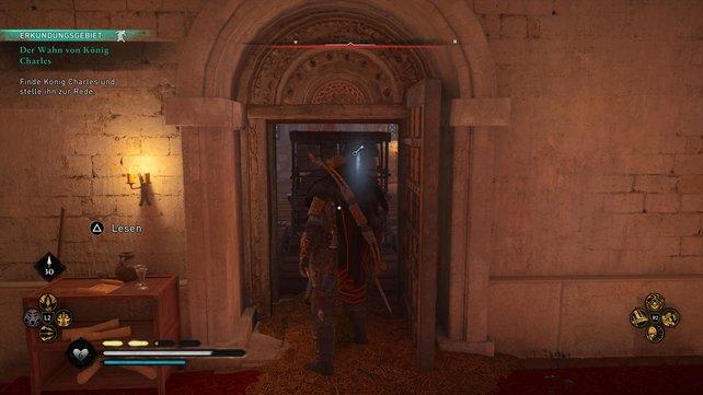Im Raum hinter den Holzbrettern und dem Hindernis findet ihr den ersten der beiden Schlüssel.